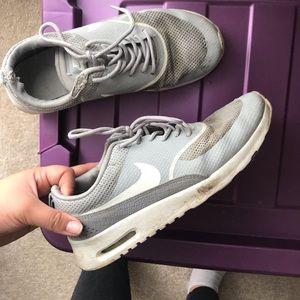 Grey Nike Air max theas